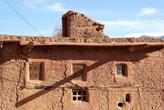 Окна глинобитного дома