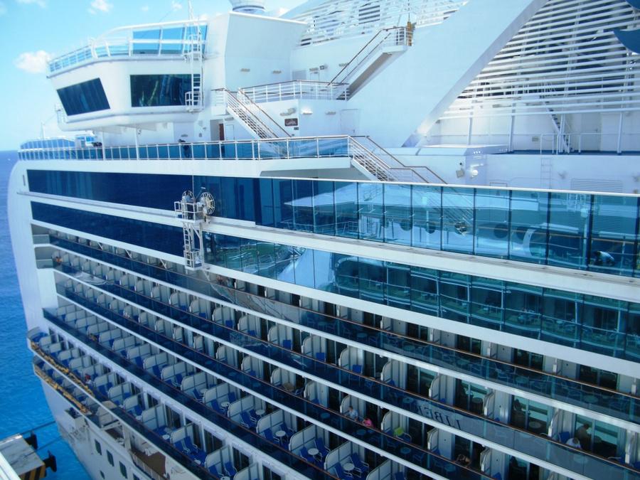 Мойка стекол на морском лайнере