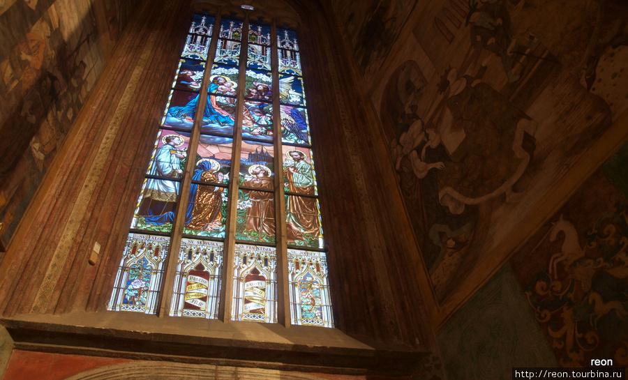 Витраж в соборе св. Варвары