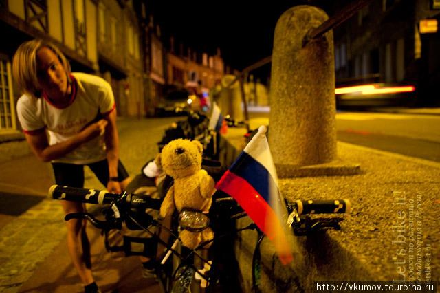 Фото сделано фотографом местной газеты в маленьком французском городе.