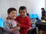 Непальские дети, но живущие уже в Джангму на китайской стороне.
