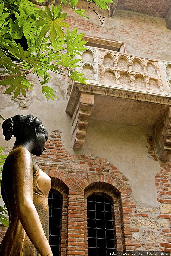 Верона. Джульетта со своим балконом Италия