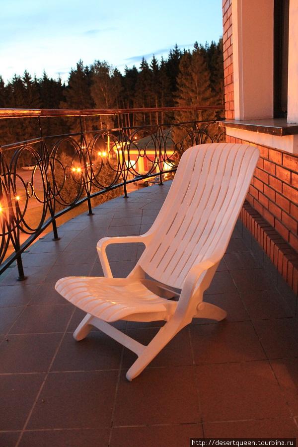 приятно посидеть вечером на балкончике и подышать свежим воздухом.