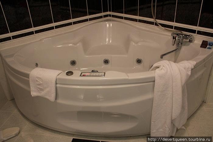 ванная комната (правда всего 1), но с джакузи в 4 х комнатном сьюте