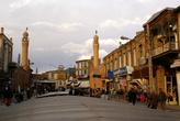 У входа на рынок в Тебризе