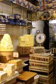 Масло продают по-старинке — на развес