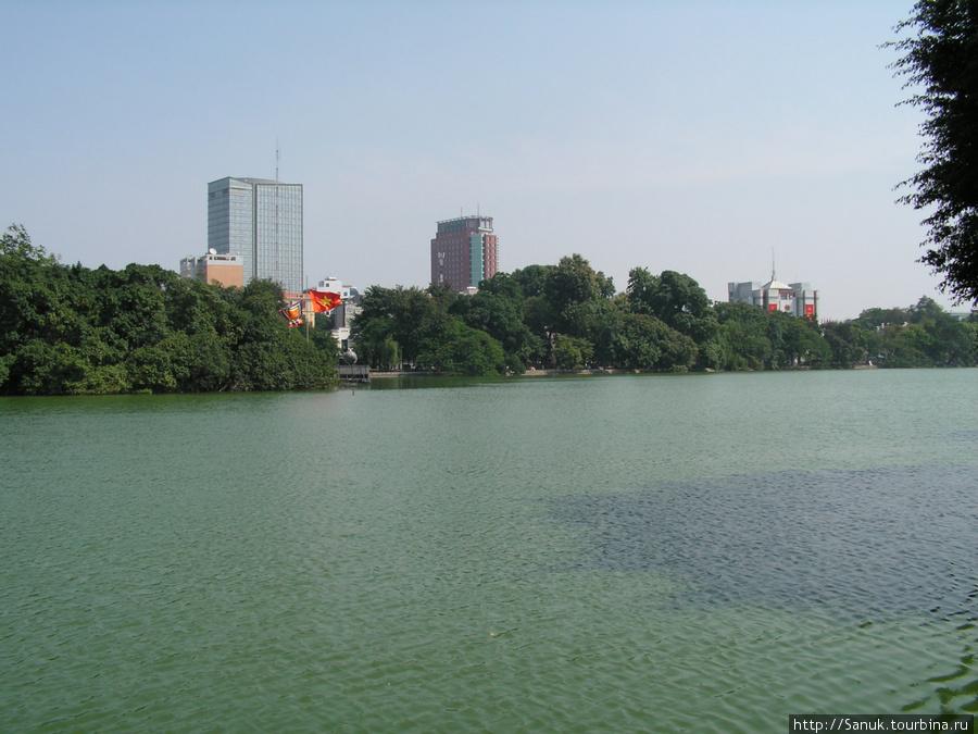 Ханой. Озеро Возвращённого меча / Hoan Kiem Lake