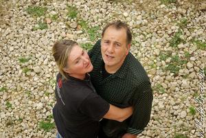 Хозяин дома с женой. Их сын фоторепортер в Лондоне.