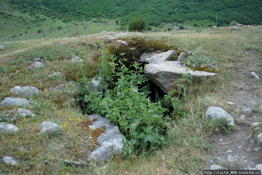 Подземный склеп около селения Верхняя Балкария