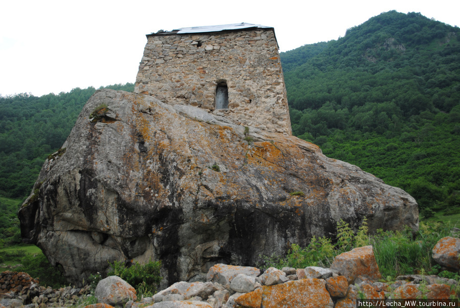 Башня Амирхана у аула Шканты