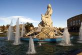 Фонтан со статуей Фердоуси недалеко от ворот Ра КУшк в Казвине