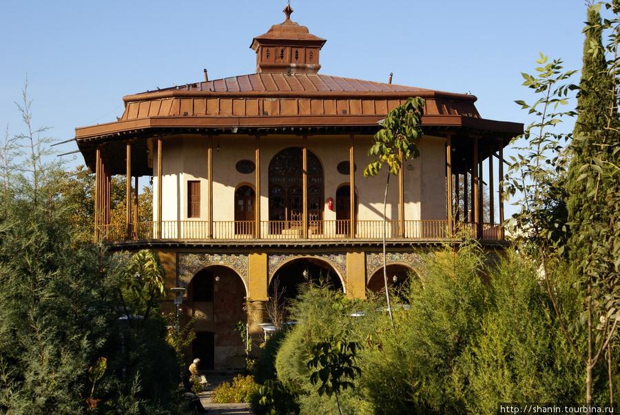 Дворец Чехель Сотун в Казвине Казвин, Иран