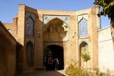 Вход на территорию мечети Джаме в центре Казвина