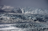 Здесь чувствуется холодное дыхание ледника. Ощущение, как будто стоишь у открытой морозильной камеры.