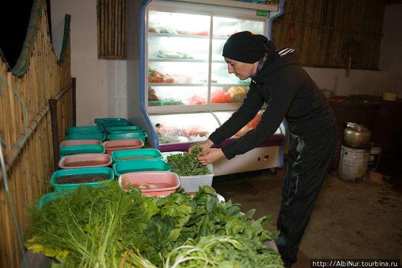 витрина со свежими овощами есть в любой китайской