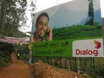 Рекламные плакаты, призывающие пользоваться сотовой связью