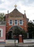В 2003 г. у храмового комплекса установлен бронзовый бюст А.Н. Заусайлова, увековечивший память строителя. Подстричь бы дерево... теряется бюст в зелени...