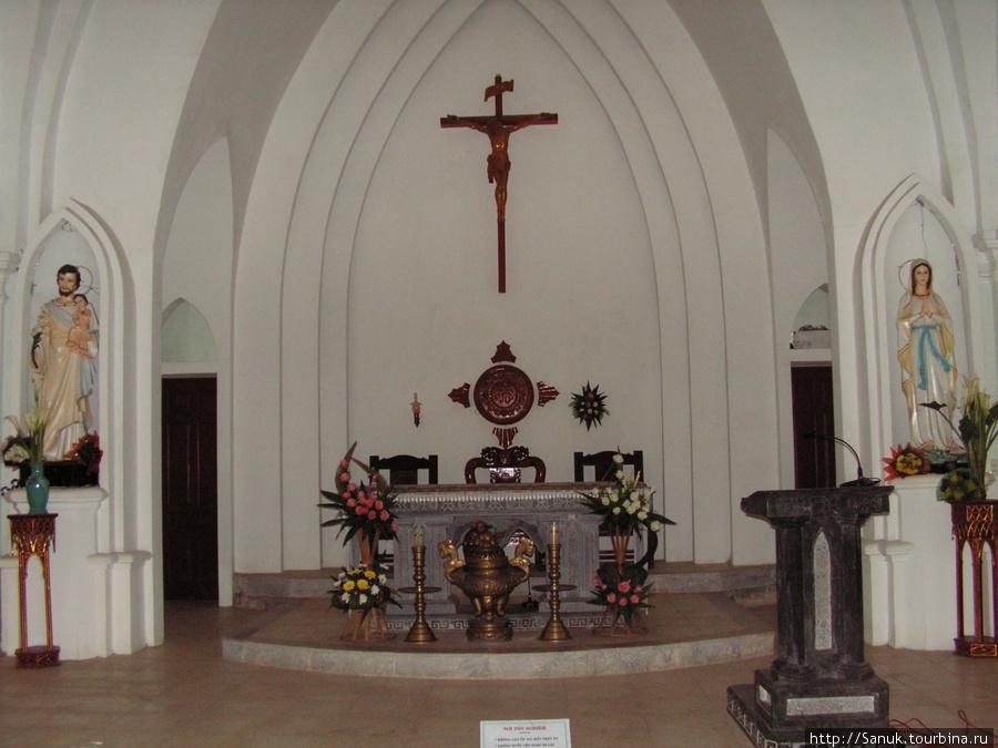 Sa Pa Church. Алтарь