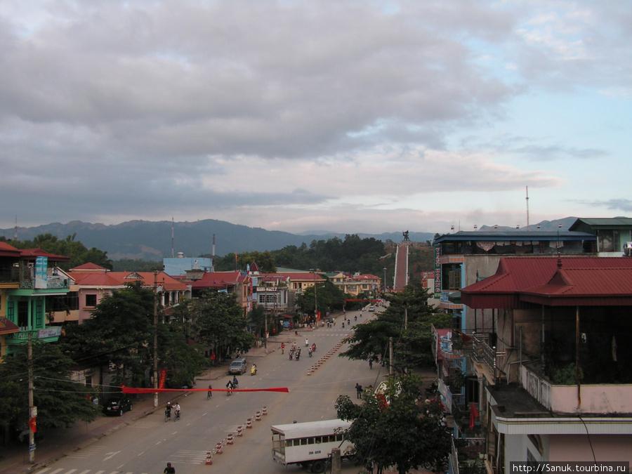 Dien Bien Phu. Вид на город с гостиницы