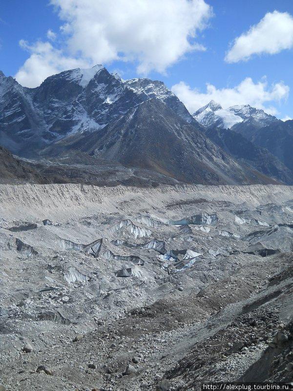 Ледник Кхумбу в районе перевала Лобуче Пасс
