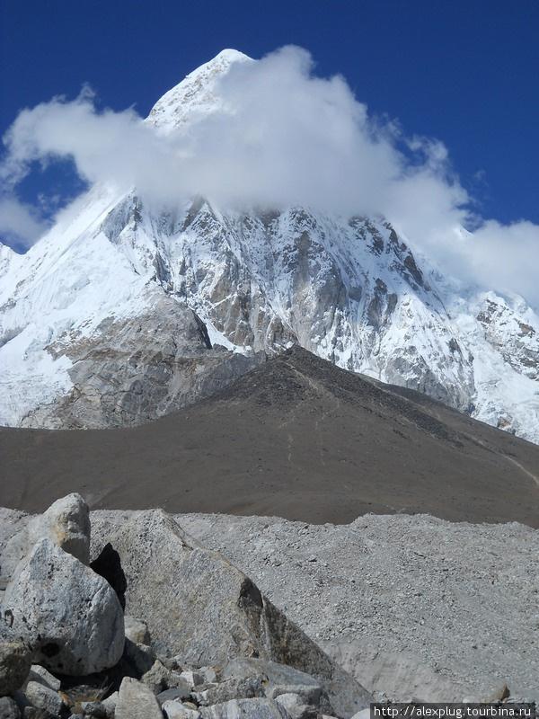 Пумо Ри и Кала Паттар с морены ледника Чангри Нуп