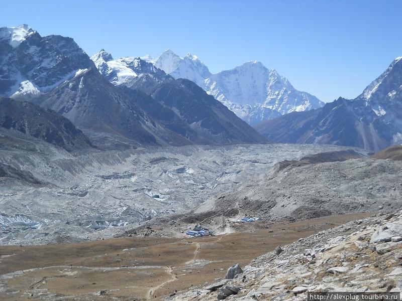 Ледник Кхумбу и Горак Шеп с вершины Кала Паттар