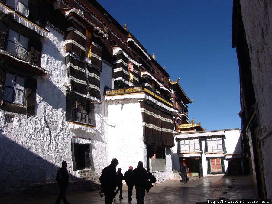 Старинный дворец Панчен-лам закрыт для посещения