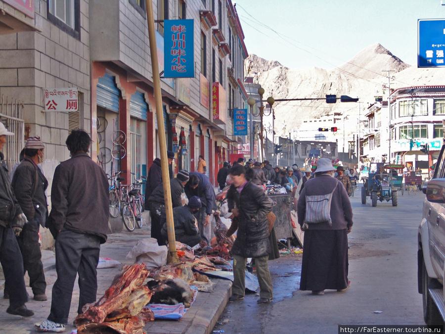 одна из базарных улиц на севере города