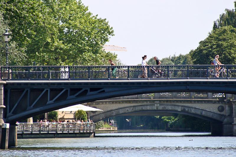 В Гамбурге в 6 раз больше мостов, чем в Венеции.