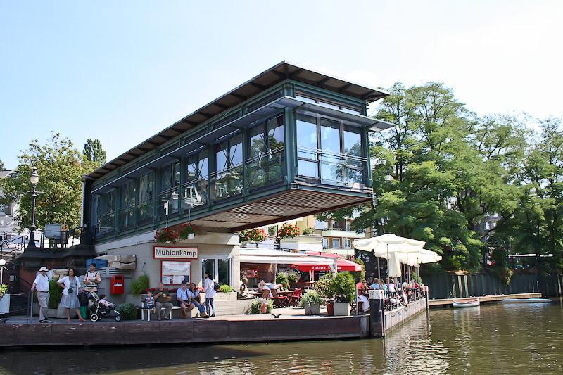 Ресторан у воды, рядом с моим домом.