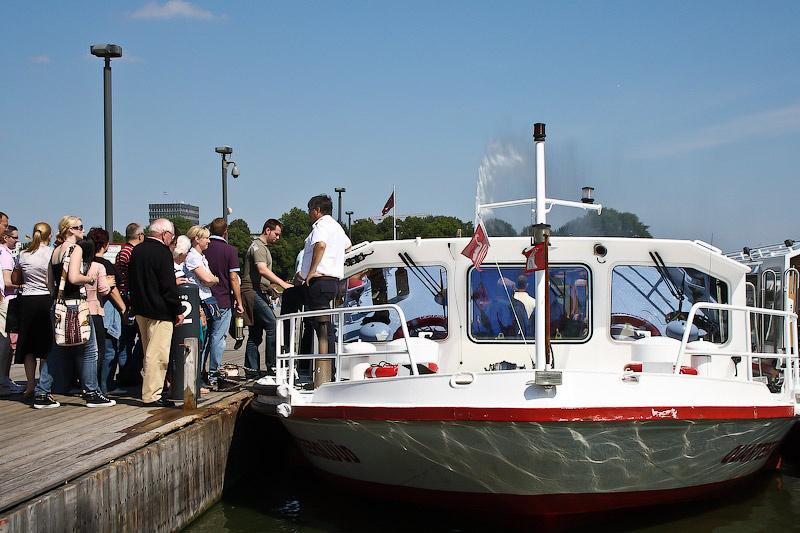 Прогулочные кораблики плавают почти груглогодично.
