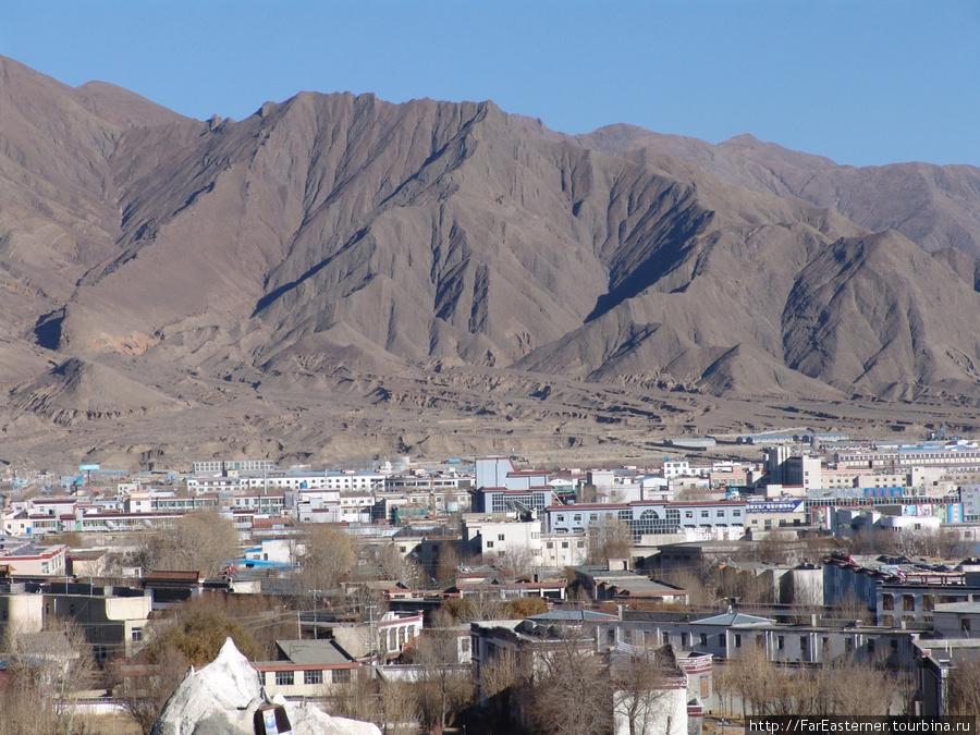 Еще один вид на город с террасы монастыря Ташилхунпо