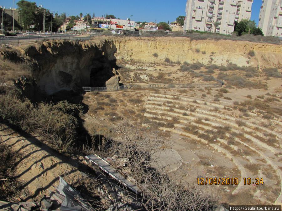 Раскопки древнего амфитеатра около моего дома.