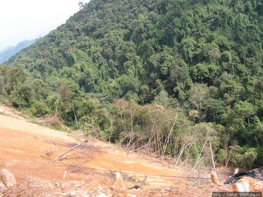 Лаос. Дорога вдоль обрыва