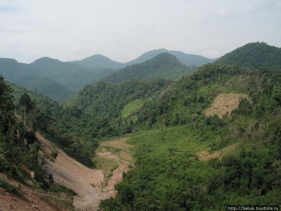 На севере Лаоса преобладают горы