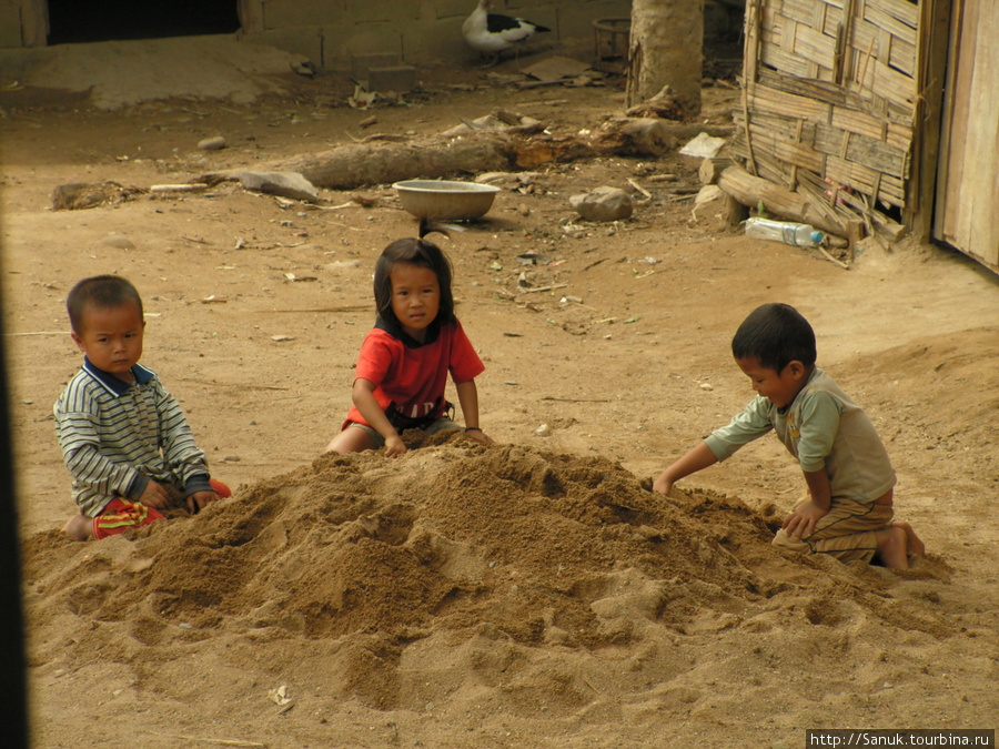 Лаос. Дети в горной деревне