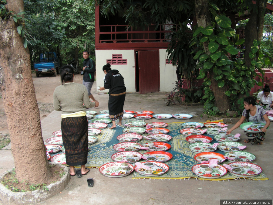 Luang Prabang. Готовится еда для монахов