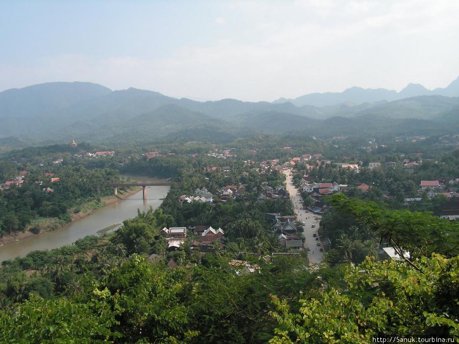 Luang Prabang. Вид с Phu Si Hill