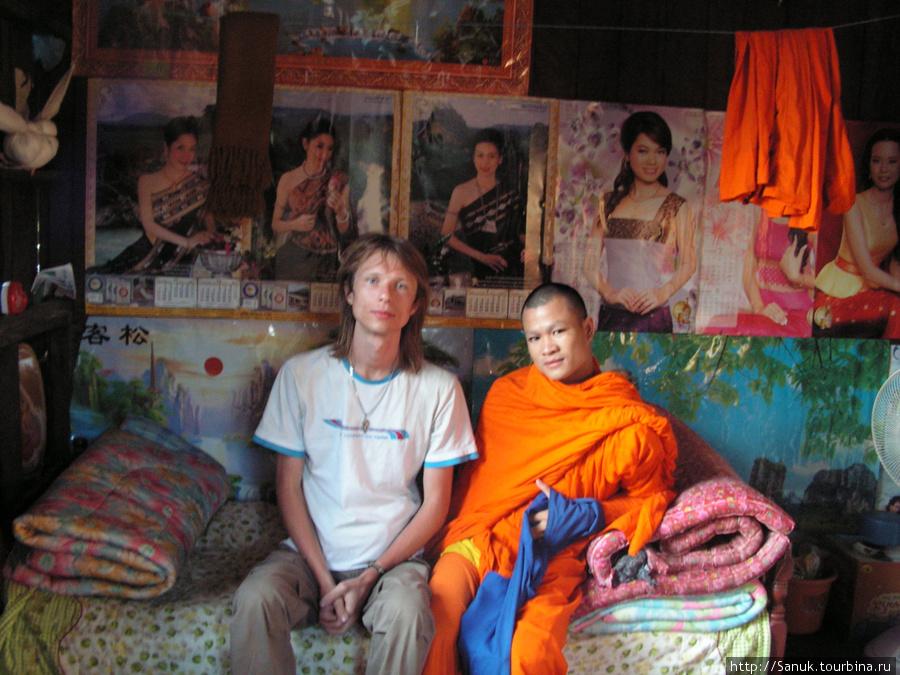 Vang Vieng. В буддистском монастыре мне разрешили остаться на ночь