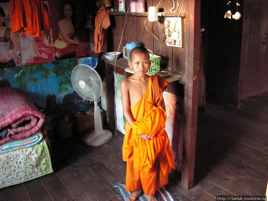 Vang Vieng. Юный монах