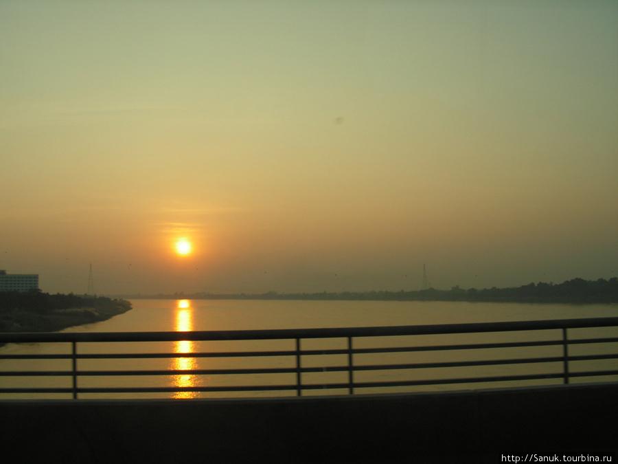По Мосту Дружбы (Friendship Bridge) в Таиланд!