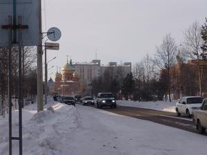 Городская церковь видна с любого места в центре — ее построили в западном конце ул Красная Пресня, где дорога поворачивает на северо-запад
