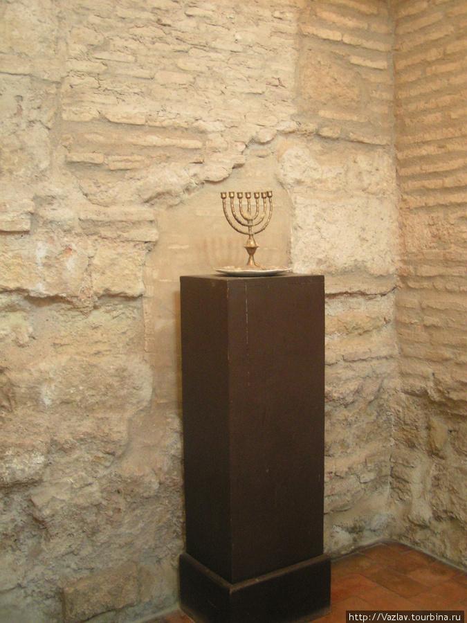 Зал внутри синагоги