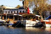 Лодки на пристани в Дальяне