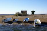Лодки на пляже Изтузу