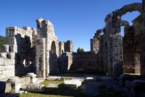 Руины базилики в Кауносе