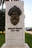 Памятник Мимару Синану на набережной Измира