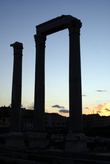 Колонны на закате