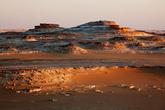 Небольшие каменные горы разнообразят ландшафт