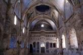 В заброшенной церкви